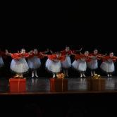 """CHÓROS - SAGGIO FINALE""""TRITTICO""""""""Le Quattro Stagioni""""""""Incursioni Contemporanee""""Suite da """"Lo Schiaccianoci""""Dance School:ChórosTeachers:Marcella Azzali • Direzione Artistica, Danza ClassicaLaura Merli • Propedeutica, Danza ClassicaAlessandro Calvani • Repertorio, Passo a DueBrenno Simonetti • Danza di CarattereAndrea Colli • Danza ContemporaneaCamilla Peretti • Danza ContemporaneaStaff:Erminio Cella • PianoforteHelge Diekmann • AmministrazioneAnna Scauro SegreteriaLocation:Teatro Comunale Carlo RossiPiazza del Popolo, 1526841 Casalpusterlengo (LO)"""